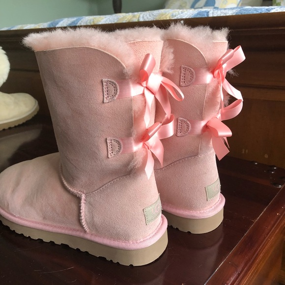 71eff94d22b NEVER WORN Light Pink UGG Bailey Bow